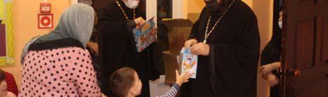 Благочинный Волгодонского центрального округа поздравил с Рождеством Христовым воспитанников СРЦ «Аистенок»